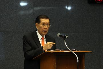 Enrile resigns as Senate president
