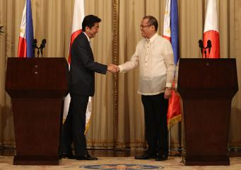 Japans Prime Minister Shinzo Abe in Malacañang