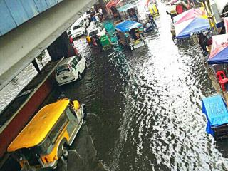 Floods disrupt traffic in parts of NCR | News | GMA News Online