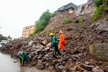 Labuyo causes landslides, flood in Baguio