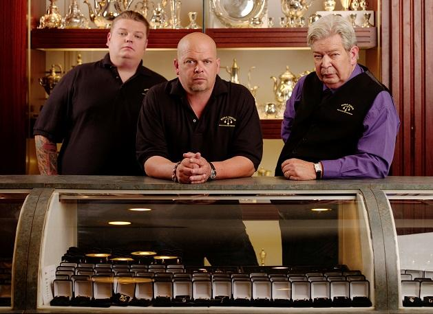 How can you purchase an object from the online Pawn Stars store?