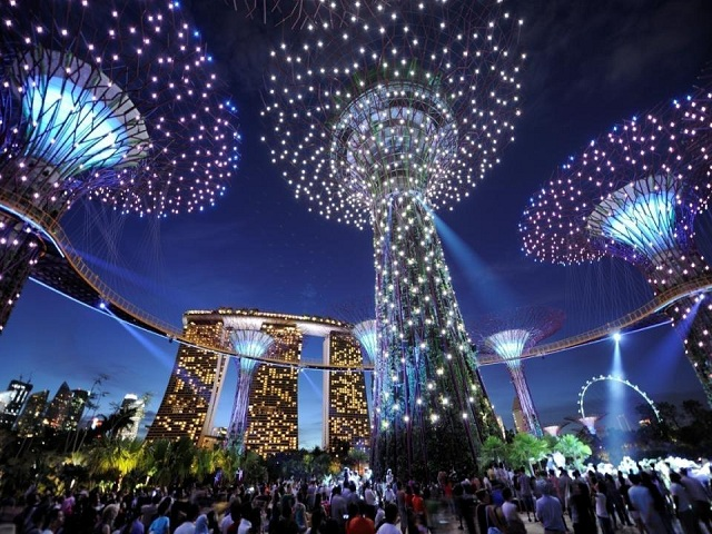 marina bay sands hotel and super trees gardens by the bay singapore every evening for fifteen minutes the trees are lit up for a light show