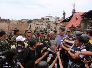 Roxas, Gazmin at Zambo City ground zero after siege