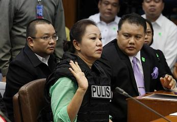 Janet Napoles presents herself to the Senate