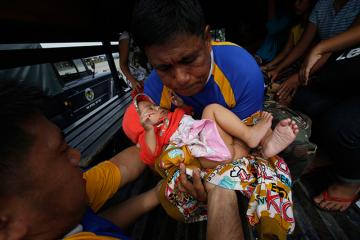 Yolanda survivors arrive in Manila