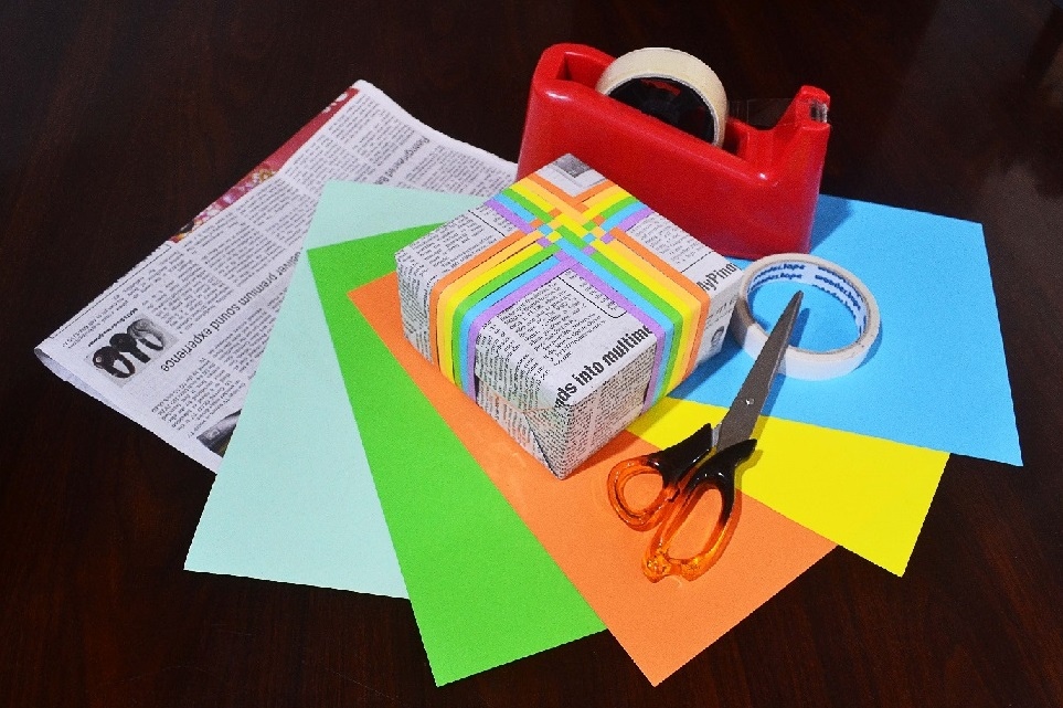 Cheap but creative holiday gift wrapping ideas newstv for Creative affordable christmas gifts