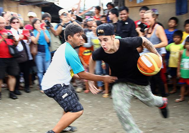 Kuya Germs, nanindigan sa 'star' ni Justin Bieber at iba pang foreign celebs sa Walk of Fame
