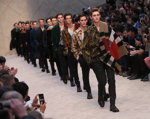 Burberry Channels Arty Dandy At Menswear Show Lifestyle