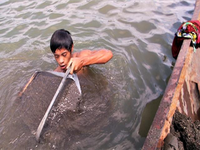 ng mabigat na kondisyon sa mga lokal na industriya at ng child labor