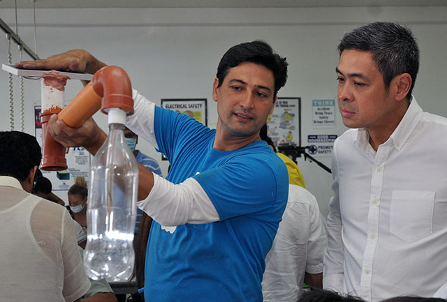 Spreading bottled light to fight 'energy poverty'