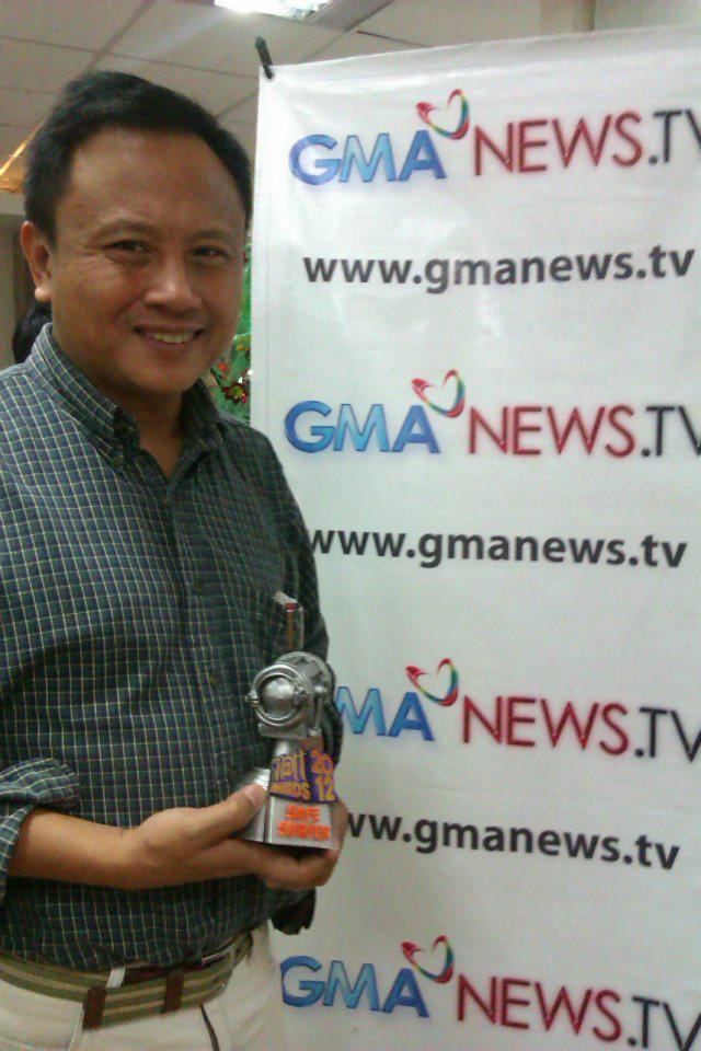 Severino with the Safe Surfer Award that GMA's online campaign 'Think Before You Click' won at the 2012 Tatt Awards.