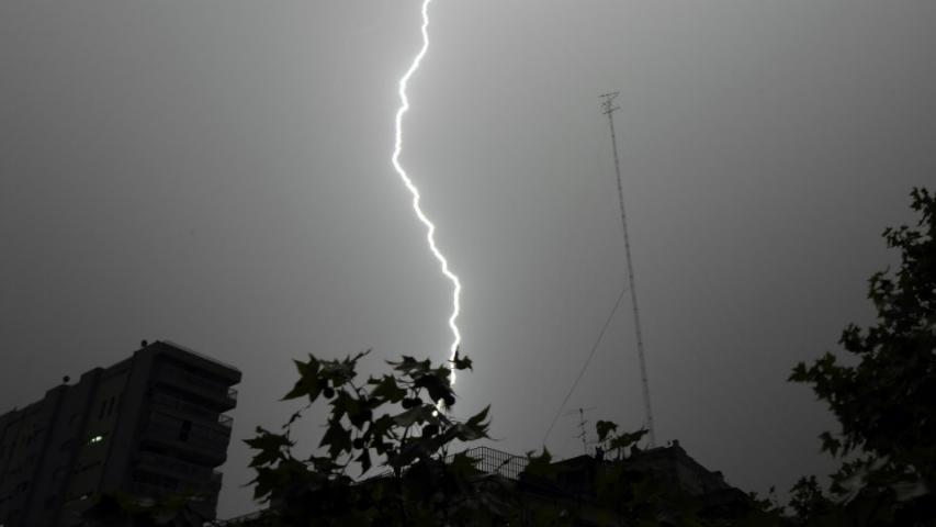 Man Films Himself Getting Hit By Lightning Hashtag GMA News Online - Storm chaser gets struck lightning films