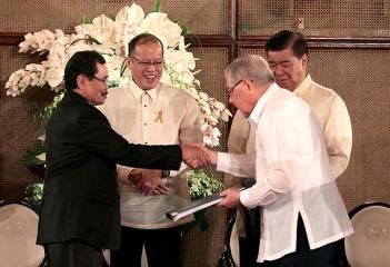 PNoy submits draft Bangsamoro law to Congress leaders