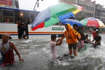 Standstill in Metro Manila as flood affects millions