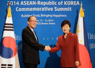SoKor leader welcomes PNoy in Busan