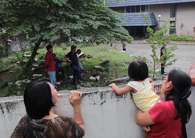 14 ofws from africa under quarantine news gma news online for Bureau quarantine philippines