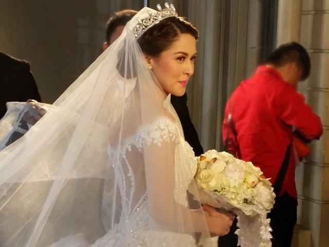 Closer Look Marian Riveras P2 M Wedding Gown By Michael Cinco