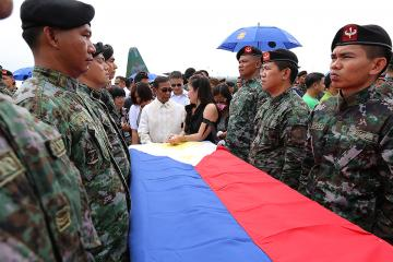VP Binay condoles with kin of slain PNP-SAF men