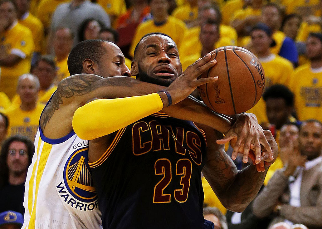 LIVE UPDATES: Cleveland Cavaliers vs. Golden State Warriors - NBA Finals Game 3 | Sports | GMA ...