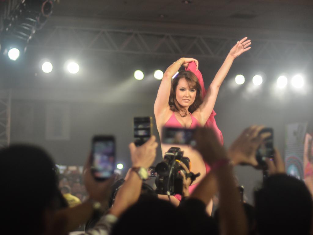 photo gallery  maria ozawa makes dreams come true in fhm
