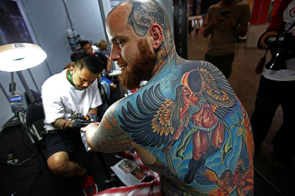 Tattoo artists enthusiats flock to 39 dutdutan 2015 for Square city tattoo
