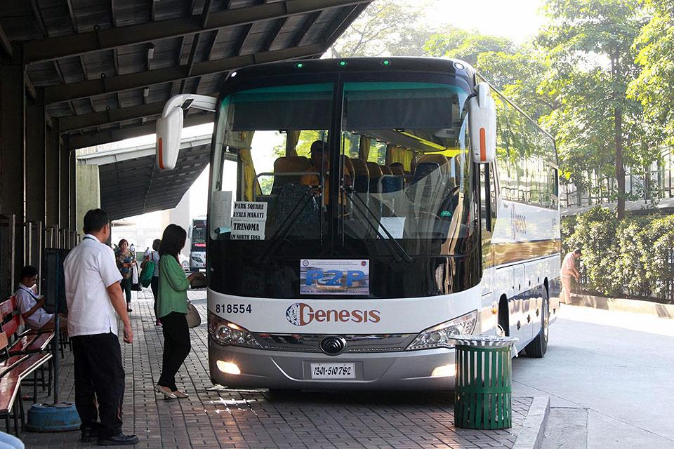 how to go to nacpan from manila by bus