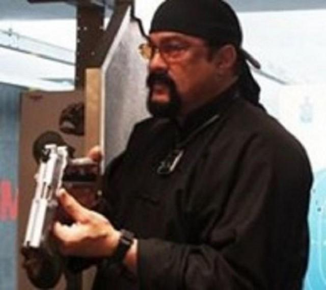 Steven Seagal demos sh...