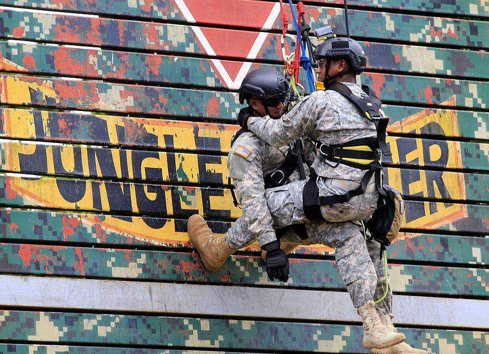 US troops show rappelling skills at Balikatan 2016