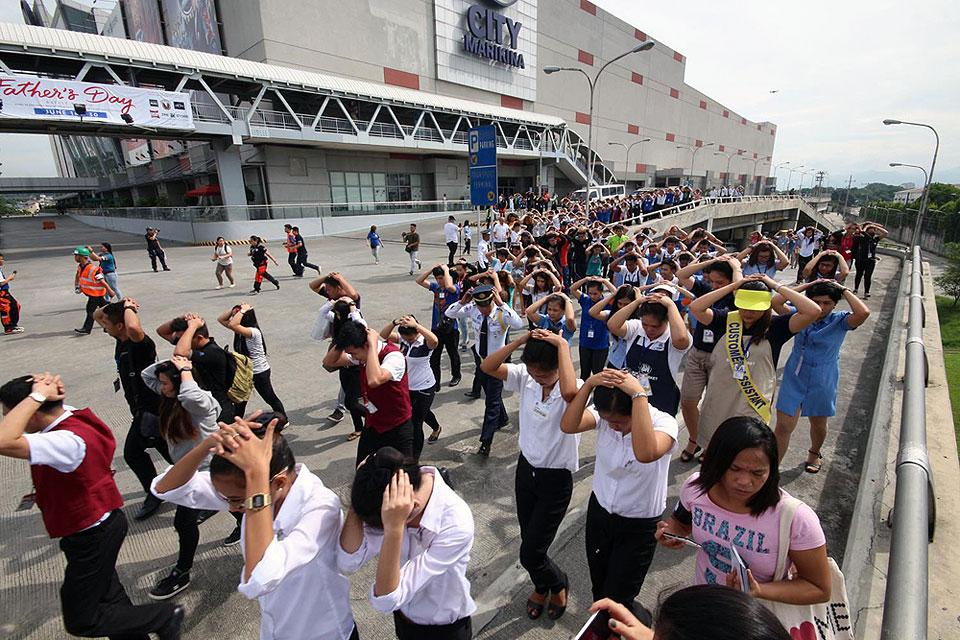 metro manila shake drill The 2nd metro manila shake drill will be held on june 22, 2016, 9:00 am this year's shake drill is a continuation of a simultaneous drill will be held all over metro manila in compliance with the deped memorandum, all public and private elementary and secondary schools and government offices are.