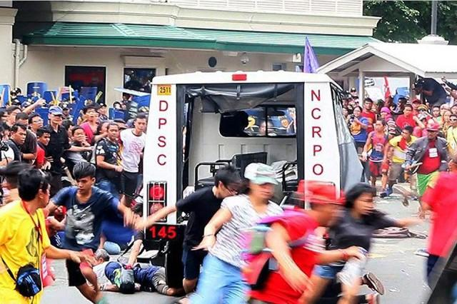 Fifty Protesters Were Reportedly Injured After Manila Policemen Dispersed An Anti Us Rally Near The Embassy On Wednesday Morning