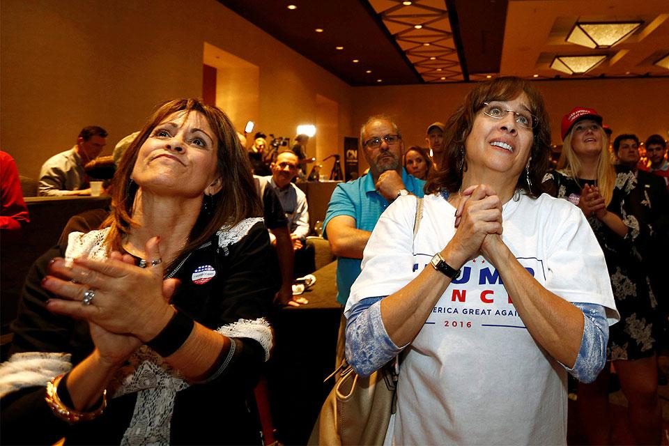 Supporters in Phoenix as President-elect Donald Trump ...