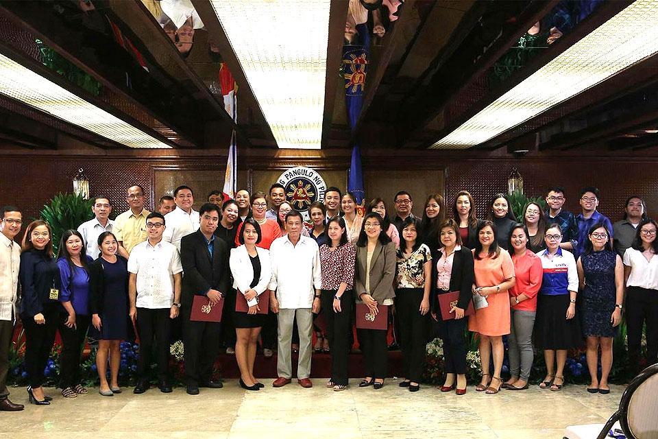 Duterte With Palace Press Corps Photos Gma News Online