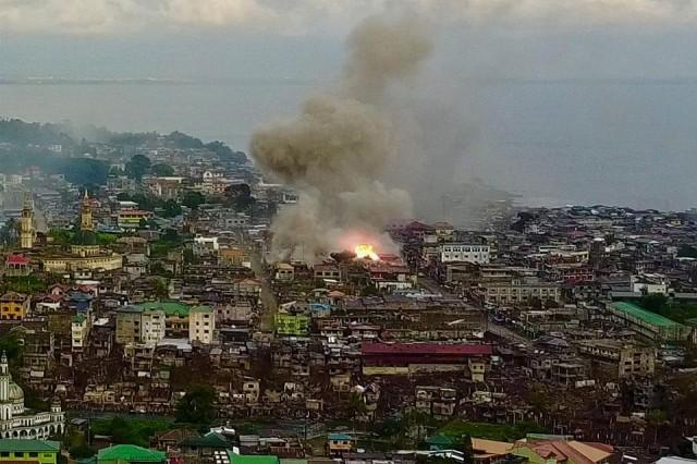 Image result for building of marawi with soldiers pic