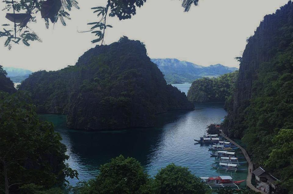 From the viewing deck on the way to Kayangan Lake.