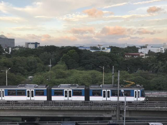 MRT3 train unloaded passengers due to 'burning smell' | News