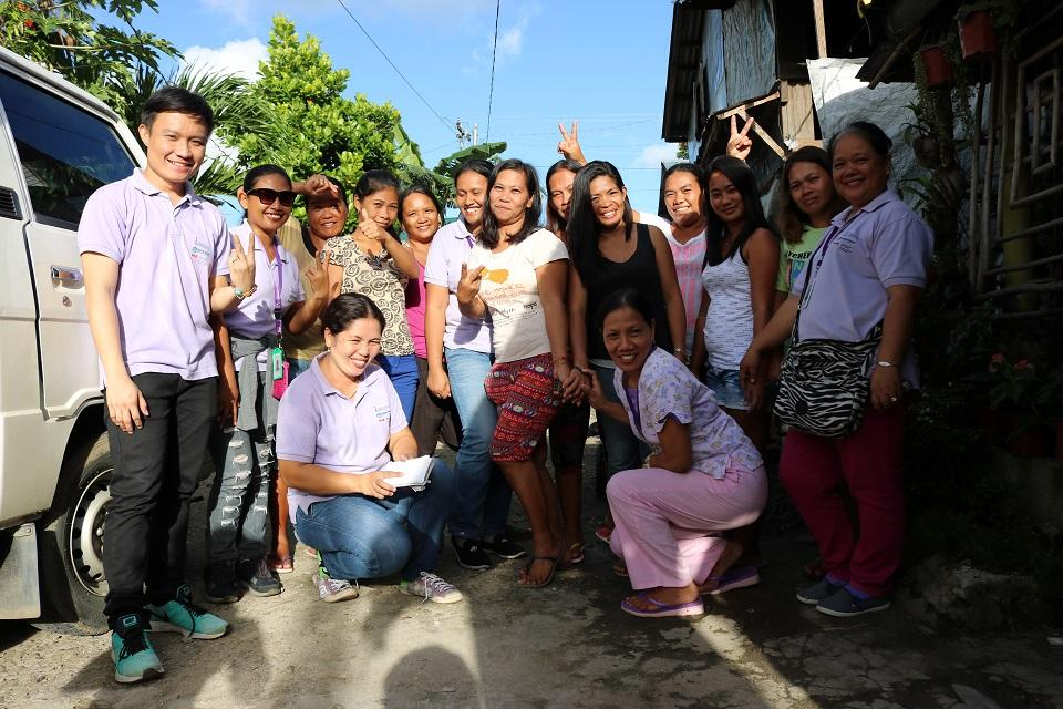 The health workers of the NGO Likhaan and the mothers of Quinapondan, Eastern Samar have built a good relationship over the years. Photos: Aya Tantiangco