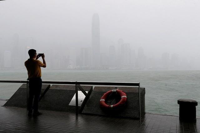 Typhoon Ompong Batters Hong Kong After Leaving Phl