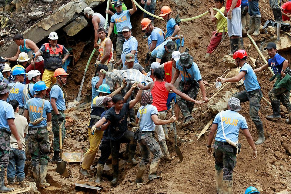 Philippines landslide forces gold mines to close - CBS News  |Illegal Mining Sa Pilipinas