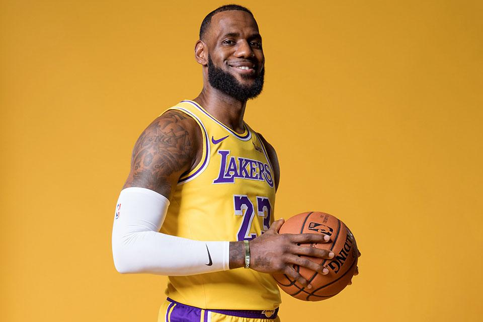 f272bf9b3800 LeBron to make Lakers debut Sunday in San Diego