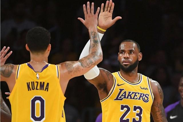 fc3eb0f0d85 Warriors face LeBron s Lakers in Christmas NBA feast