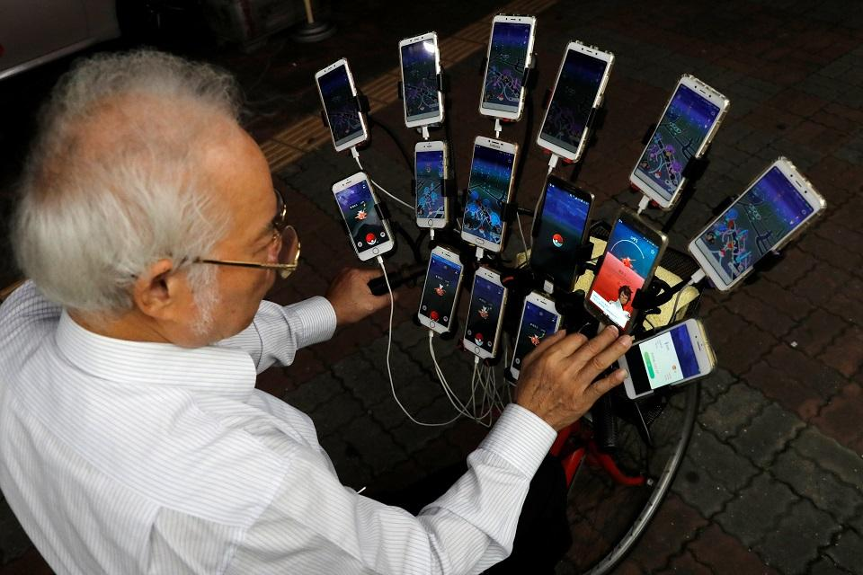 """""""I used one cellphone and then kept playing and playing,"""" he said. REUTERS/Tyrone Siu"""