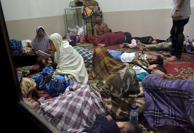 Christmas Tsunami.Indonesia Tsunami Survivors Hold Vigil At Christmas Mass