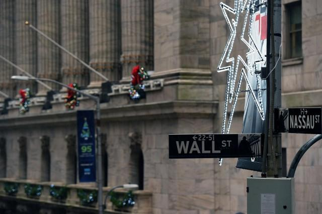 Wall Street higher on strong retail sales data | Money | GMA