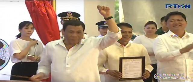 President Duterte, with a clenched fist in the air, rings the Balangiga one of the three bells seven times and even kissed it. RTVM