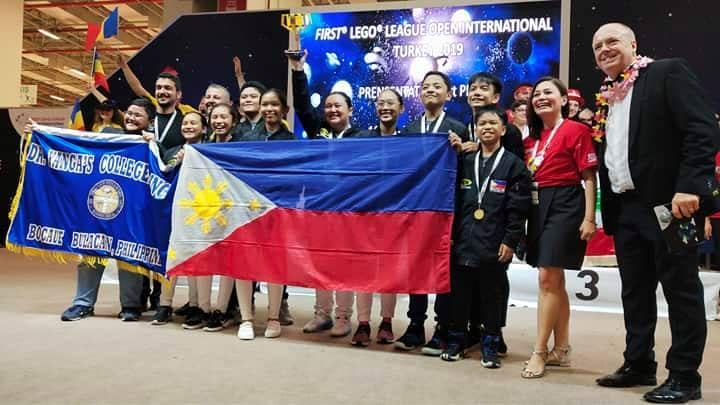 Pinoy students' space suit wins gold award at int'l contest in