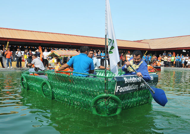 558e1d14f9e Erap Tries Out Boat Made From Plastic Bottles Photos Gma News