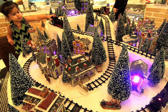 Pasay hotel offers mini Christmas village attraction | Photos ...