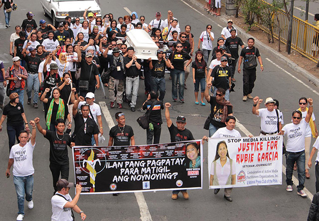 Slain Cavite journalist laid to rest as colleagues call for justice