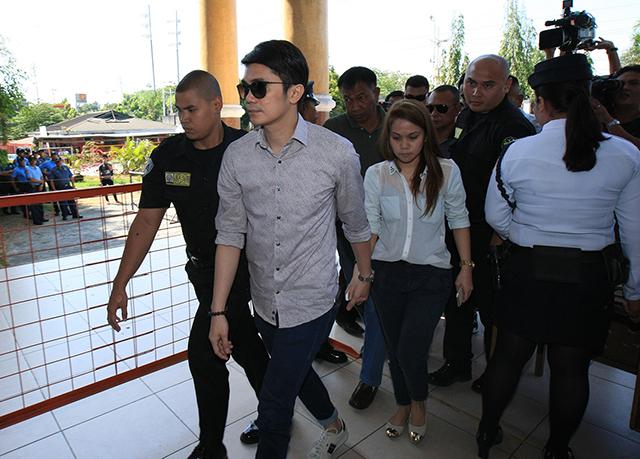 Vhong Navarro Gf At Taguig Hearing Photos Gma News Online