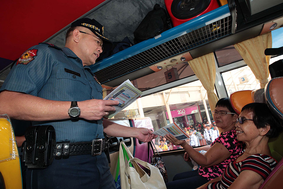 PNP hands out Holy Week safety leaflets to bus passengers ...